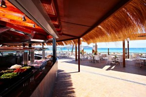 Lunsj i strandbaren